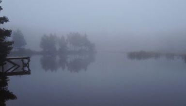 Lac de l'Auradou dans la brume